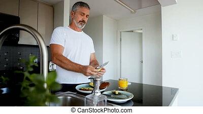 homme, cuisine, petit déjeuner, préparer, 4k