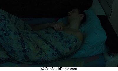 homme, défaillance, temps, lit, dormir