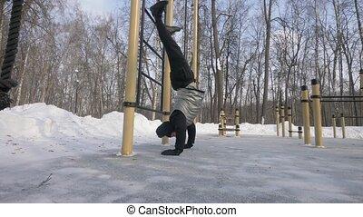 homme, formation, sport, hiver, haut, exercice, fort, poussée, jambes, élévation, terrestre