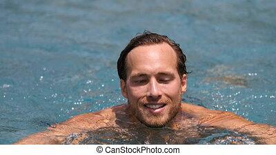 homme, jeune, piscine, recours, natation, voyage vacances