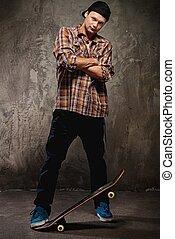 homme, jeune, skateboard