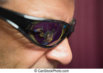 homme, lunettes soleil