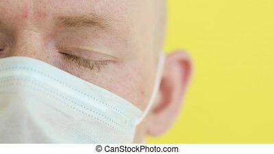 homme, malade, figure, closeup, protecteur, monde médical, covid-19, partie, pandemic., masque