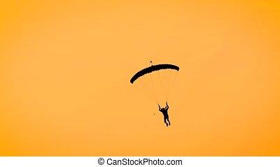 homme, silhouette, ciel, ciel, jaune, parachute, ardent, pendant, paragliding, sunset.
