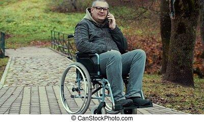 homme, smartphone, conversation, handicapé
