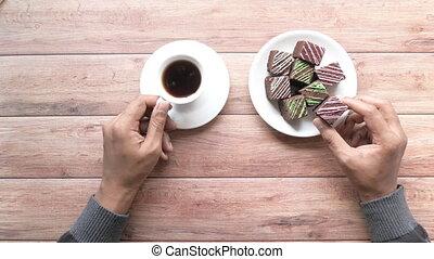 homme, thé, manger, tasse, tenue, lutin, chocolat, main