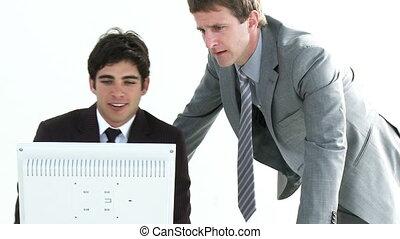 hommes affaires, fonctionnement, jeune, deux, toget
