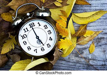 horloge, bois, feuilles, automne, retro, table