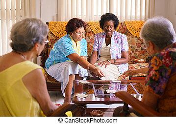 hospice, carte joue, jeu, femmes, personne agee