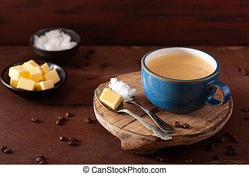 huile, paleo, pare-balles, beurre, boisson, mélangé, keto, noix coco, café