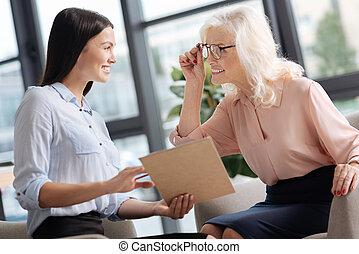 idées, enchanté, nouveau, heureux, discuter, femmes