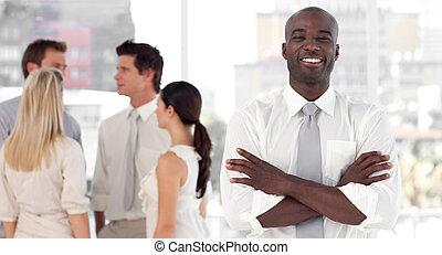 inf, debout, associez-vous guide, business, sourire, devant