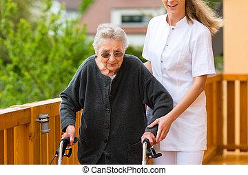 infirmière, marche, femme, cadre, personne agee, jeune