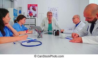 infirmières, spécialiste, pendant, écoute, briefing, monde médical
