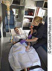infirmier, ambulance patiente