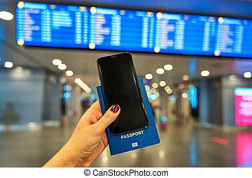 information, contre, main, planche, à l'étranger, tient, passeport, fond, smartphone, aéroport, voyage