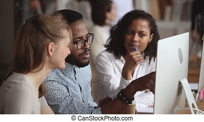 informatique, expliquer, mâle africain, enseignante, stagiaires, projet, instruire