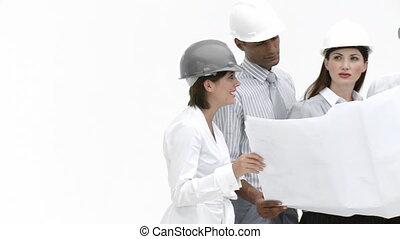 ingénieurs, regarder, dessiner, équipe