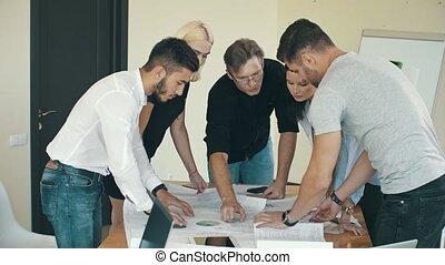 ingénieurs, travailler ensemble, bureau