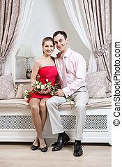 intérieur, couple, heureux, jeune, luxe