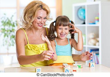 intérieur, maison, jeux, famille, heureux