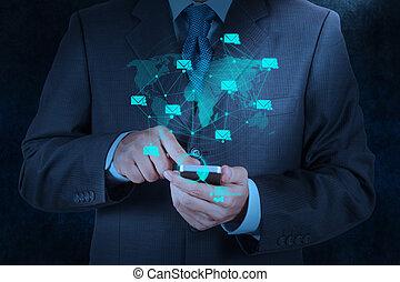 intelligent, homme affaires, téléphone, icône ordinateur, usage, main, email