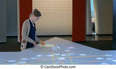 interactif, utilisation, exposer, touchscreen, femme