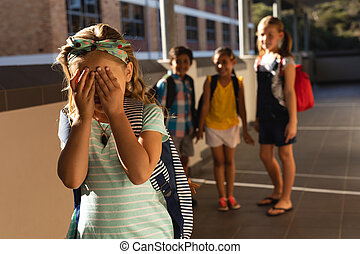 intimider, amis, école primaire, pleurer, girl, couloir