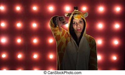 it., kangaroo., animator., femme, aimer, formulaire, pas, présentation, haut, enfants, arrière-plan., clair, pouces, femme, aversion, pyjamas, rouges, déguisement