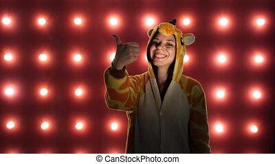 it., kangaroo., animator., femme, amour, aimer, formulaire, enfants, présentation, haut, arrière-plan., clair, pouces, femme, pyjamas, rouges, déguisement