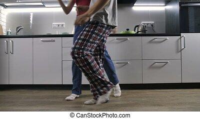 jambes, couple, cuisine, heureux, danse
