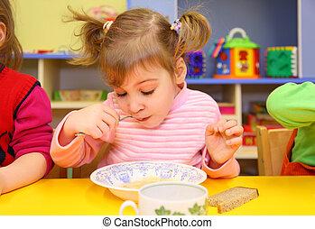 jardin enfants, petite fille, mange