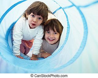 jardin enfants, petites filles, deux, jouer