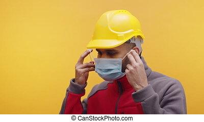 jaune, indien, masque, ingénieur, mettre, monde médical, chapeau dur