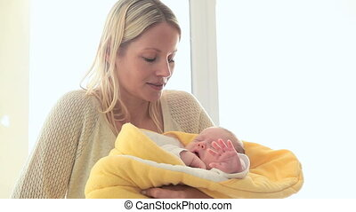 jaune, quoique, couverture, tenue, sourire, enfant, femme