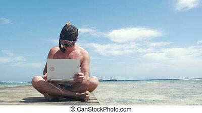 jetée, utilisation, snorkel, tampon, homme