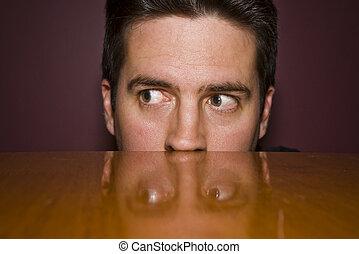 jeter un coup d'oeil furtif, sur, sournois, table