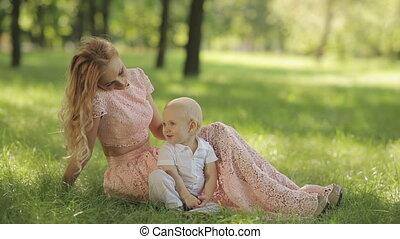 jeu, elle, mère, parc, enfant, herbe
