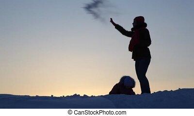 jeu, enfant, silhouette, neige, mère