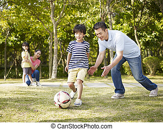 jeu, football, père, entraînement, fils