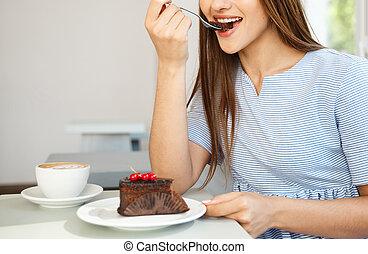 jeune, caucasien, séduisant, magasin, manger, chocolat chaud, gâteau, café, jouir de, dame, noon., moderne