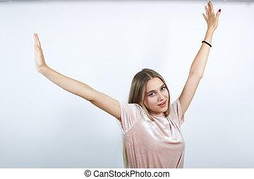 jeune, chemise, femme souriante, pastel, haut, mains, directement, regarder, garder