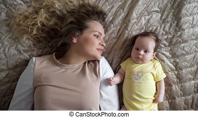 jeune, cheveux, jeux, joyeux, fille, bouclé, bébé, mère