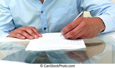 jeune, contrat, signer, homme affaires