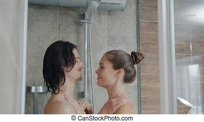 jeune, ensemble, baisers, douche, portrait, étreindre, couple, lavage, beau