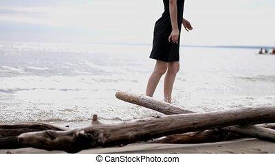 jeune femme, jambes, danse, haut, femme, fin, seashore.