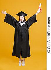 jeune, robes, femme, heureux, diplôme, projection, remise de diplomes