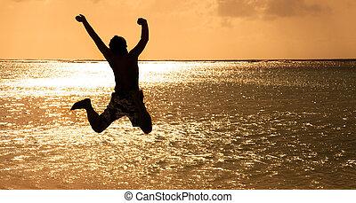 jeune, sauter, coucher soleil, heureux, plage, homme