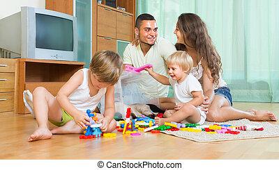 jouer, famille heureuse, intérieur, maison