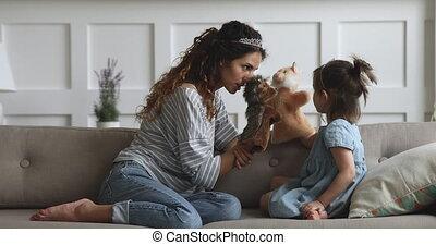 jouer, joyeux, marionnette, mère, daughter., jouets, jeune